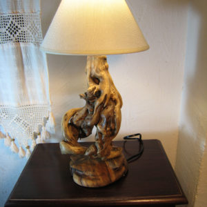 Lámpara de madera de deriva