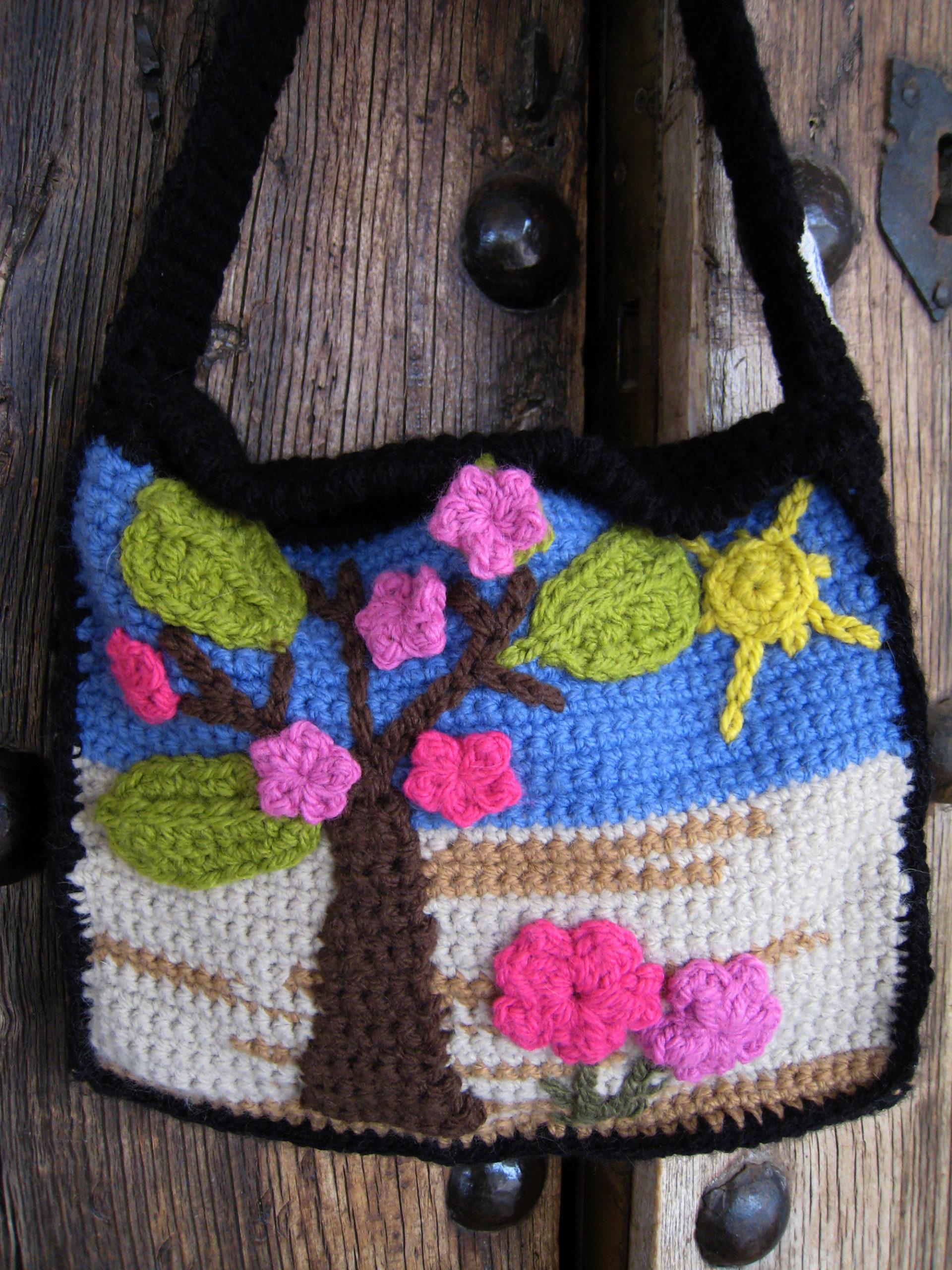 Bolso de crochet con paisaje