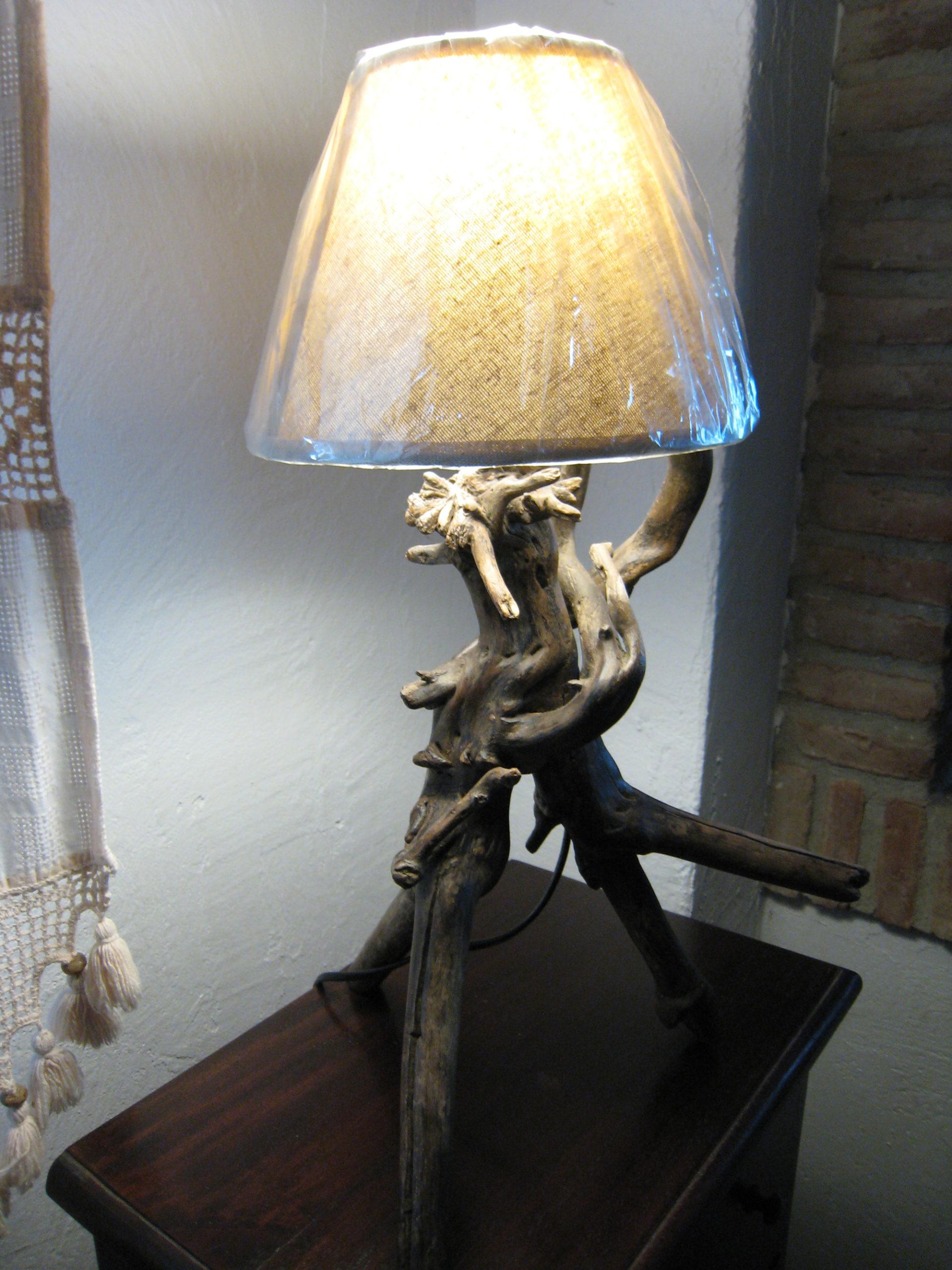 Lámpara rústica de raíz