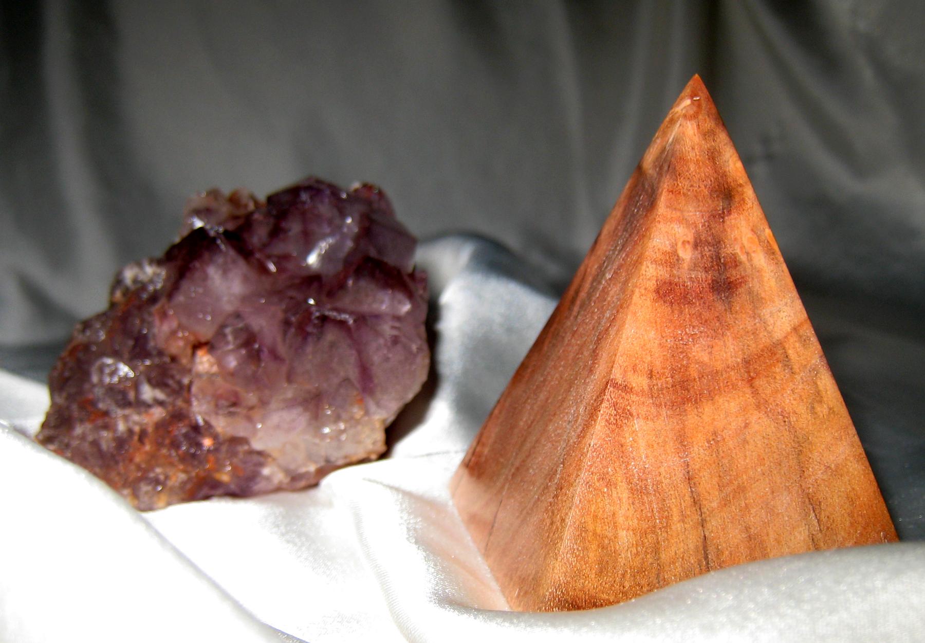 pirámide madera